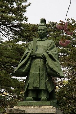 佐竹義堯公銅像(名右衛門)